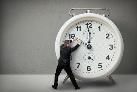 Wyzsze-wyksztalcenie-to-krotszy-czas-pracy-skVKVi